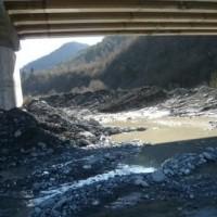 ქუთაისი–ალპანა–მამისონის ს/გზის 116–125კმ–ზე მდ. რიონზე ხიდის ბურჯების გამაგრება/მდ. კალაპოტის გაჭრა (eng)